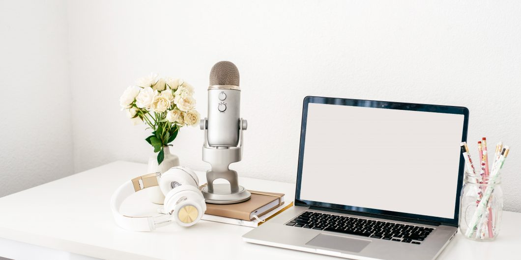 laptop and microphone blogging terms and vocabulary